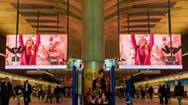 英国伦敦金丝雀码头地铁站内双面LED广告屏幕
