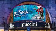 米兰普契尼剧院的入口处弧形电子屏