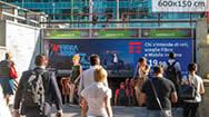 米兰地铁入口处电子屏