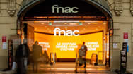 法国巴黎FNAC零售橱窗电子屏媒体