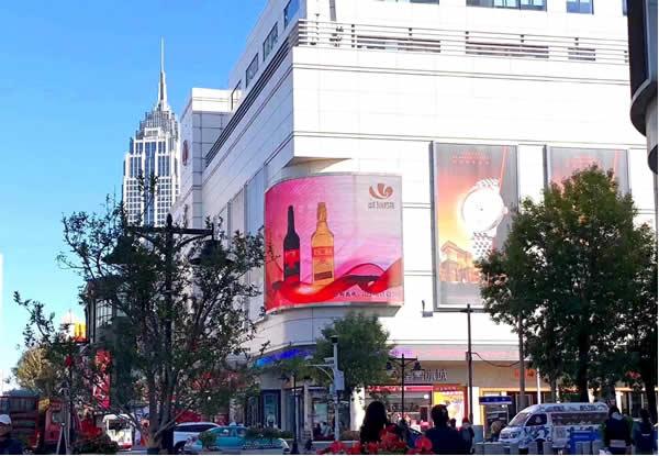天津金街滨江道步行街LED电子屏