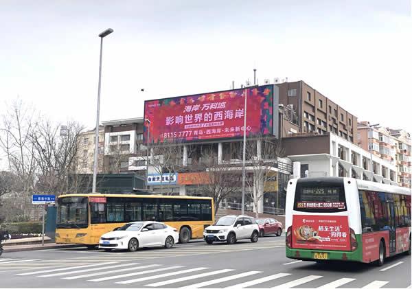 青岛香港中路与高雄路交汇处电子屏幕
