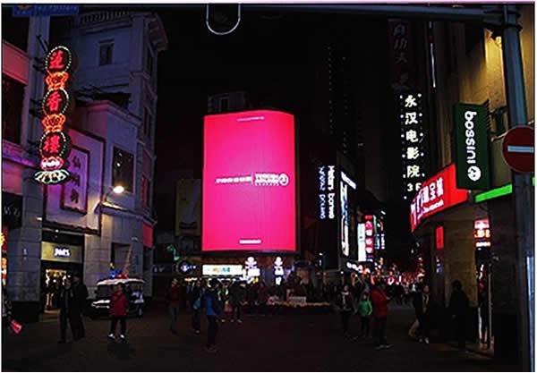 广州北京路步行街南入口处LED大屏