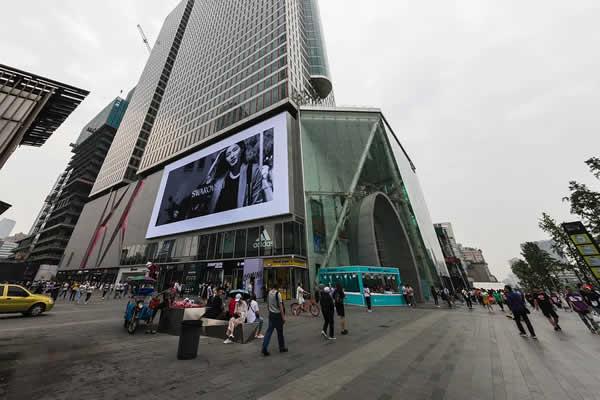 成都春熙路银石广场LED户外广告