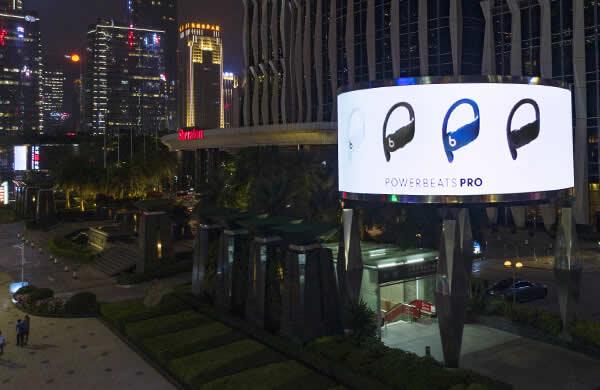 深圳喜来登双屏LED弧形大屏幕