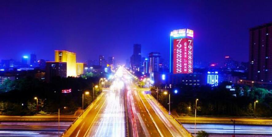 太原国际大厦凯旋柱LED楼体广告