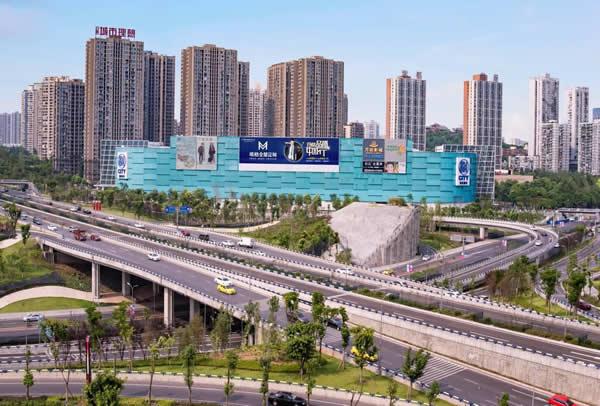 重庆渝北柏树堡立交SM广场外墙电子大牌