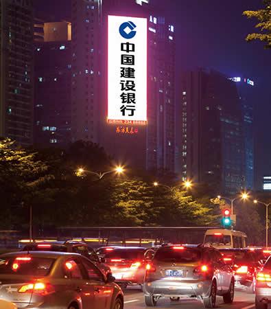 深圳深南路人民大厦西侧楼体电子屏