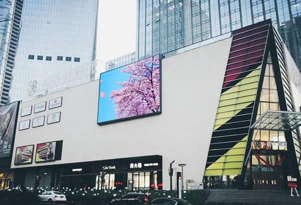 青岛卓越大融城商场楼体LED屏