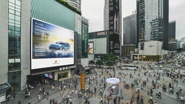 重庆观音桥商圈北城天街新港城LED大屏
