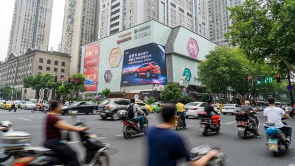 南京珠江路新世界百货东北立面LED广告牌