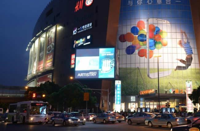 上海中山公园龙之梦购物中心LED户外大屏