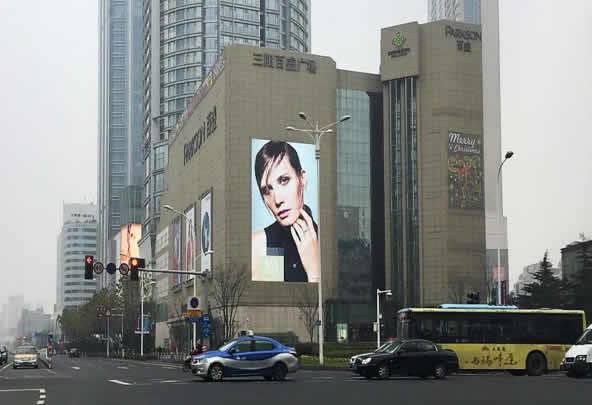 无锡三阳百盛购物中心墙面LED大屏幕