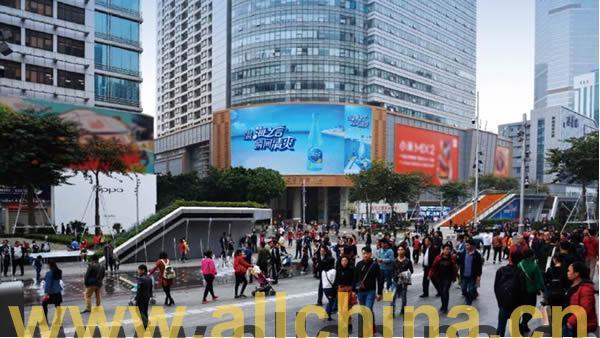 深圳华强北现代之窗弧形大屏幕