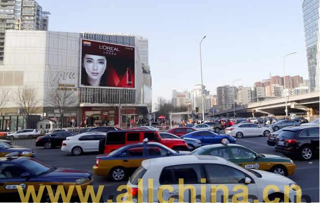 北京东三环富力广场楼体大型广告牌