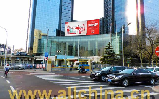 北京市中心东二环中汇广场弧形电子屏