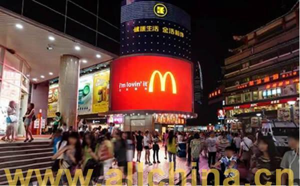 深圳东门步行街金世界百货弧形电子屏招商