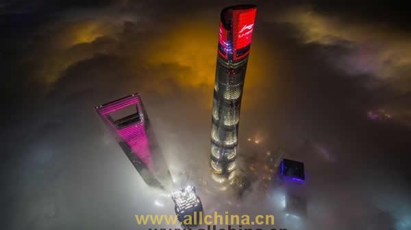 上海中心大厦塔冠广告