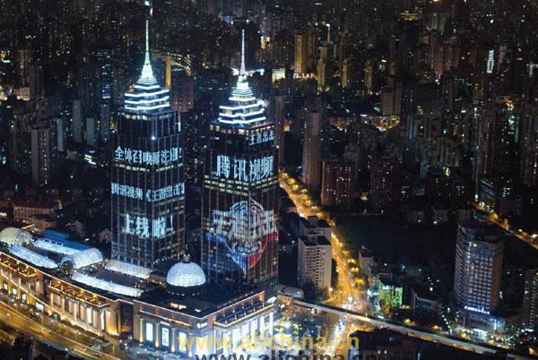 上海环球港双塔LED屏幕灯光秀